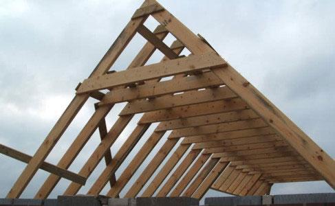 Устройство двухскатной крыши своими руками видео